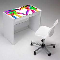 Mesa de estudio diseño manos